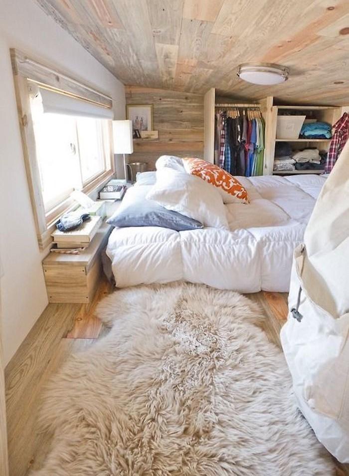 idées deco mezzanine combles aménager chambre confortable grenier plafond en bois style canada
