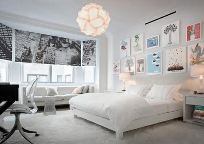 idee-comment-amenager-une-chambre-scandinave-couleur-mur-blanc-lit-et-canape-blancs-decoration-teinture-fenetre-a-motifs-new-york-suspension-originale