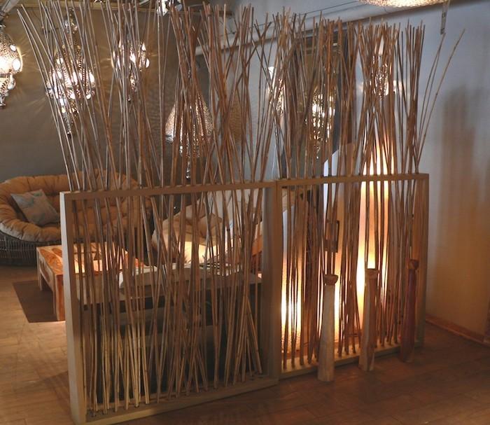 idee-separateur-original-separation-de-piece-original-romantique-chaleur-pieds-bambous-separer-salon