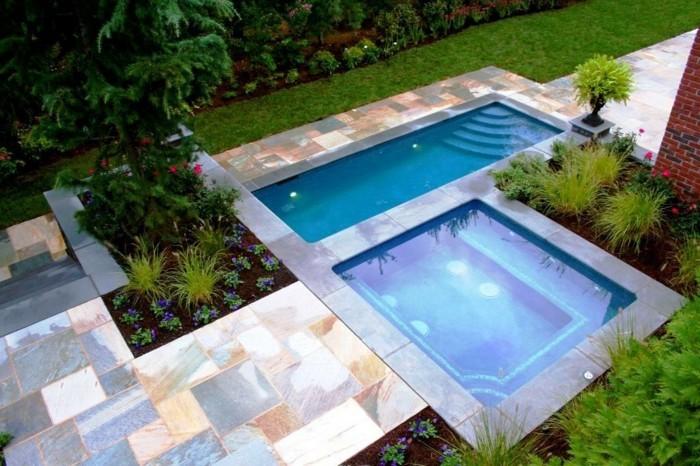 jardin-moderne-petite-piscine-coque-forme-geometrique-abords-en-pierre-naturelle