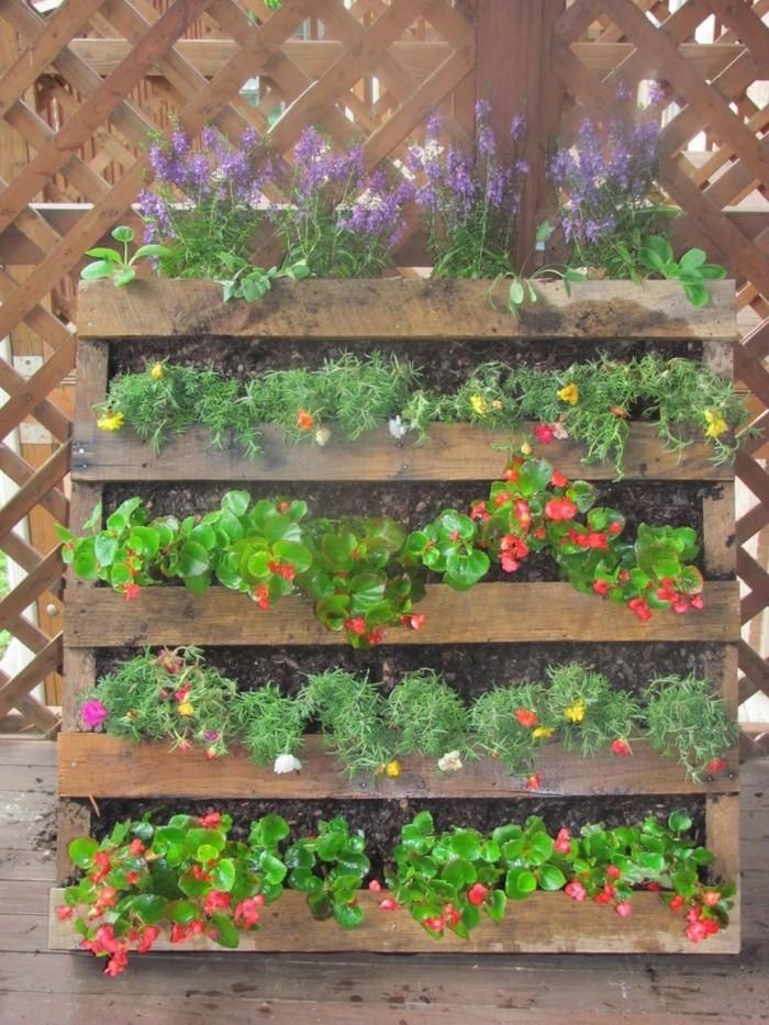 Le mur v g tal en palette id es originales pour un - Palette herbes aromatiques ...