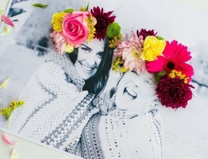 joli-cadeau-personnalisé-à-offir-à-votre-meilleure-amie-photo-décorée-de-fleurs-idée-cadeau-a-fabriquer-pour-sa-meilleure-amie