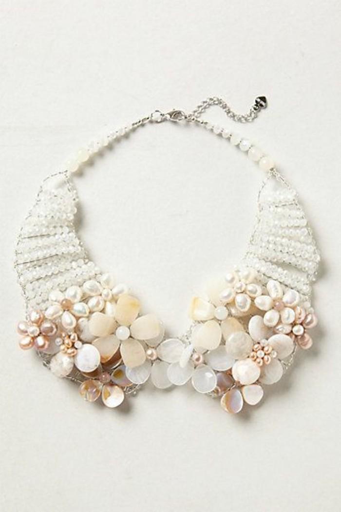 joli-collier-imposant-collier-col-claudine-orné-de-fleurs