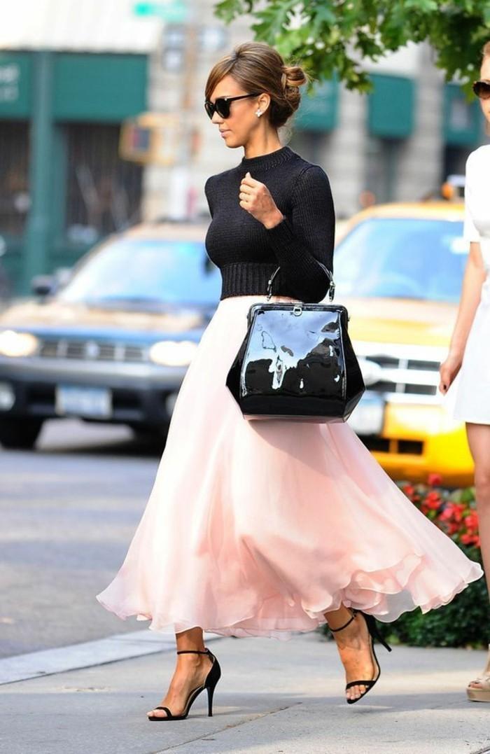 jupe-en-tulle-tenue-femme-elegante-escarpins-et-sac-en-laque