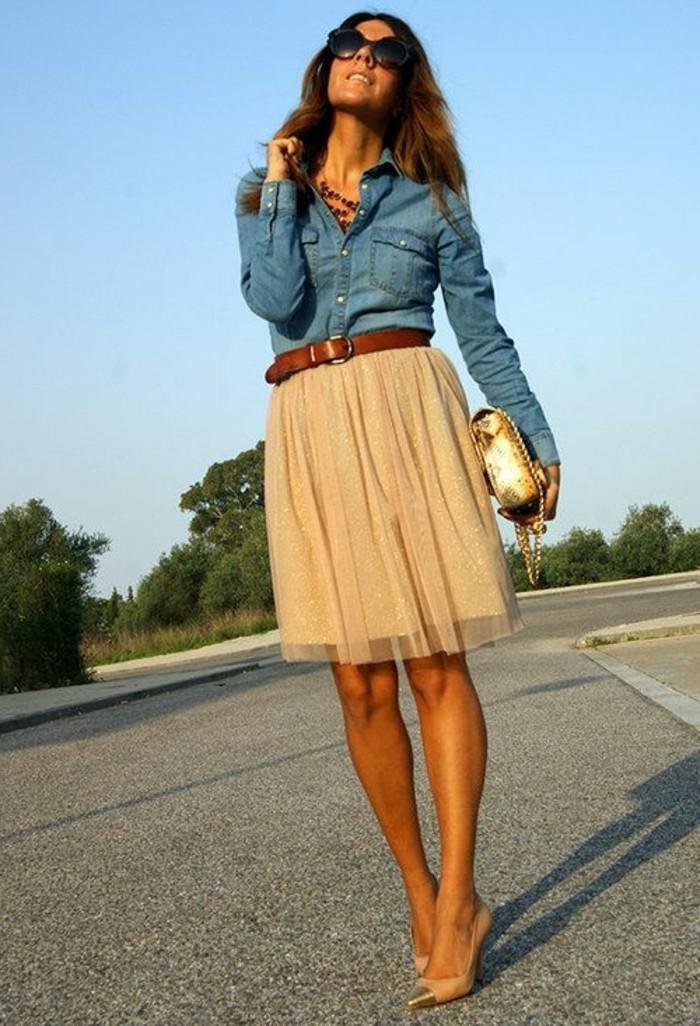 jupe-en-tulle-veste-en-denim-ceinture-cuir-marron