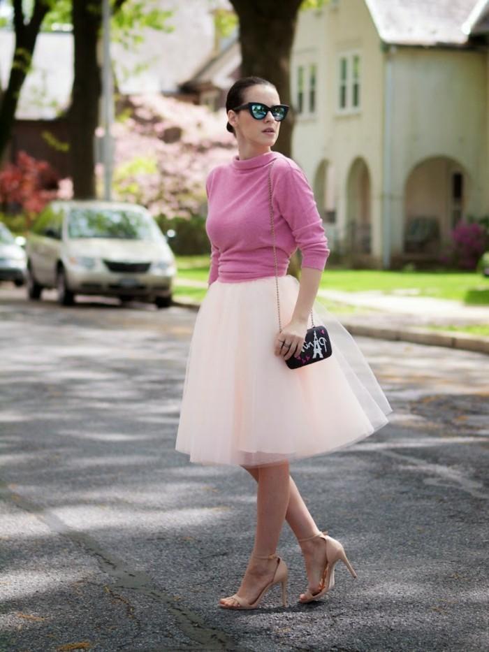 jupe-tutu-blanche-blouse-rose-et-escarpins-tenue-classique