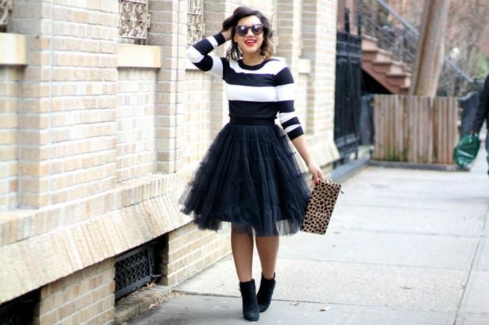 jupe-tutu-femme-blouse-rayee-noire-et-blanche-bottines-noires
