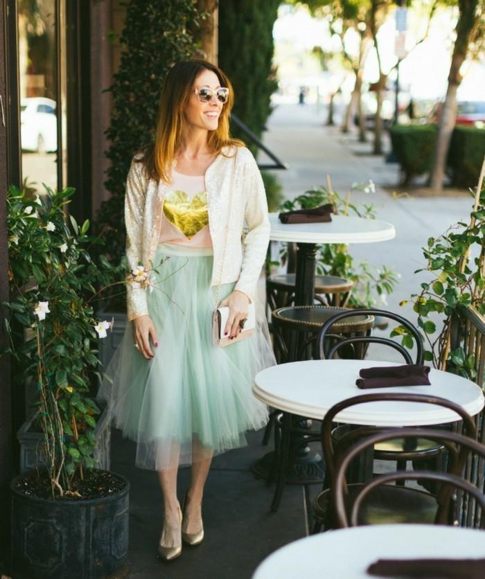 jupe-tutu-femme-comment-la-porter-veste-blanche-et-t-shirt