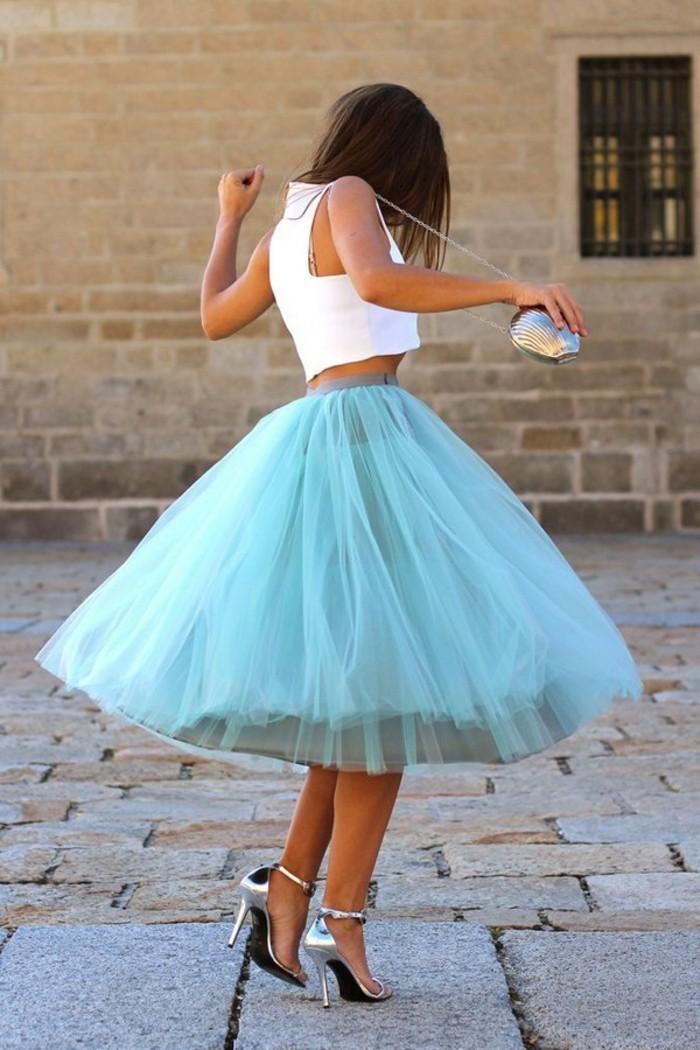jupe-tutu-femme-jupe-mi-longue-blouse-blanche-escarpins-argentes