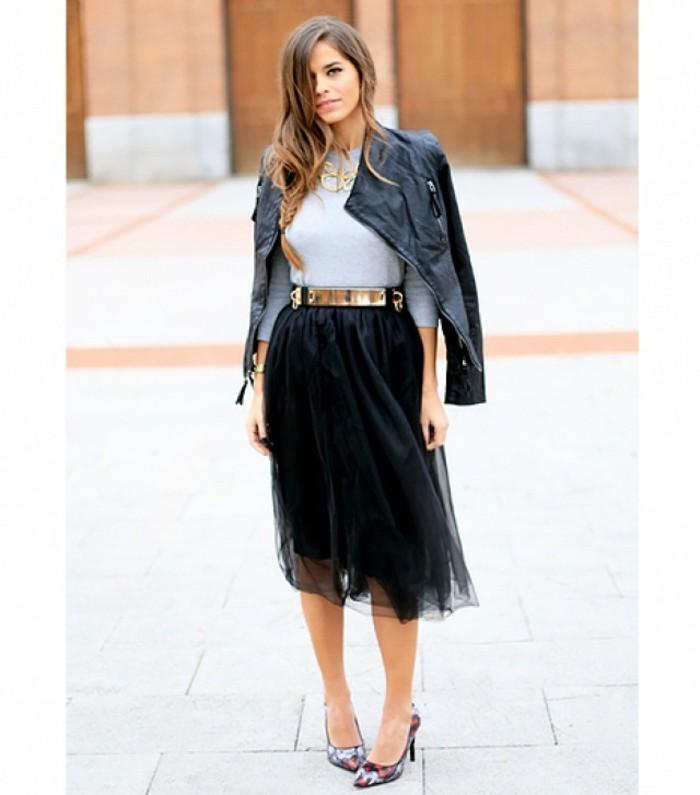 jupe-tutu-femme-veste-denim-blouse-blanche-et-escarpins