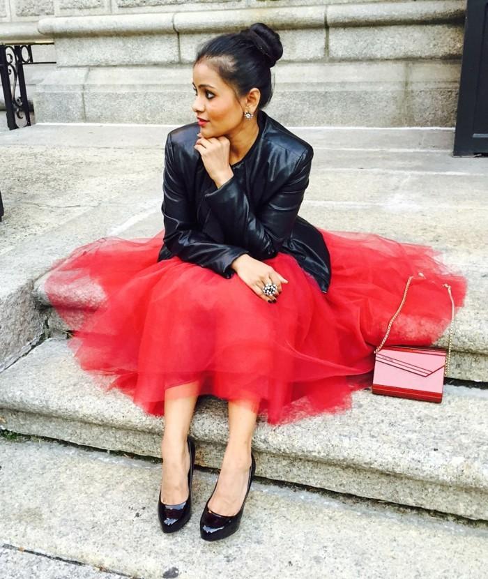jupe-tutu-rouge-escarpins-noirs-veste-noire-tenue-chic