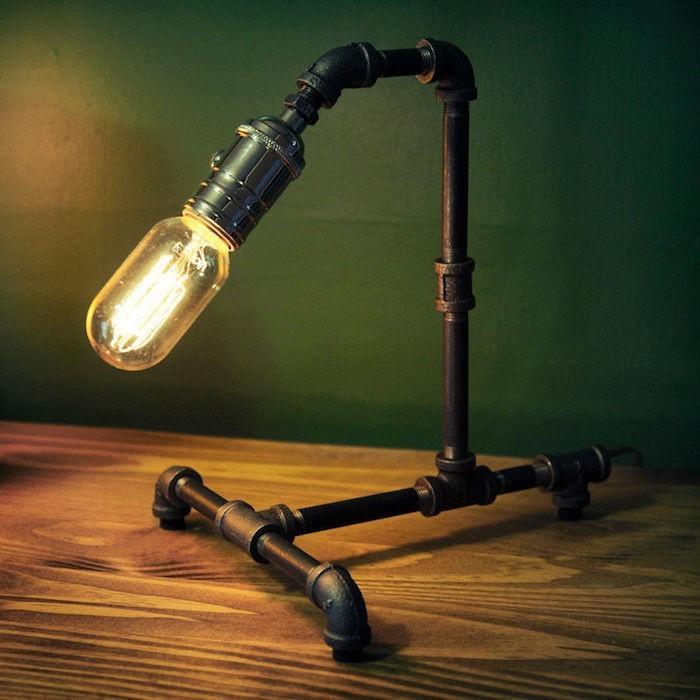 lampe-retro-design-industriel-tuyaux-metal-table