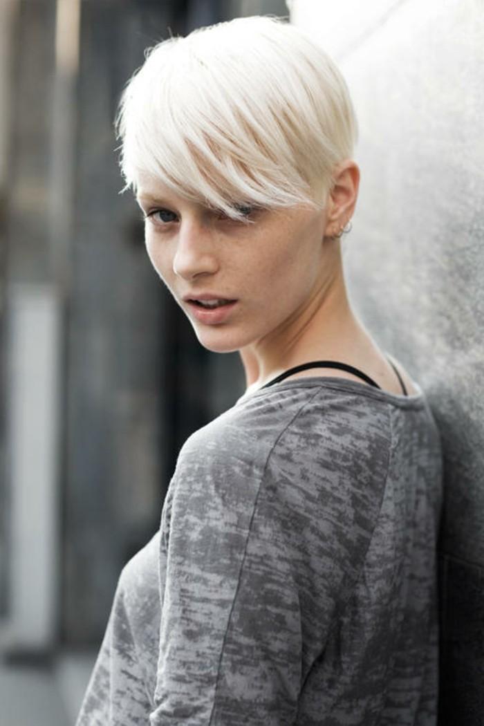 le-balayage-blond-blanc-decolorer-ses-cheveux-courts