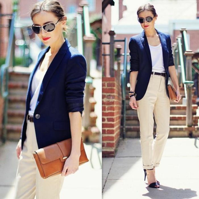 les-couleurs-qui-vont-ensemble-pour-s-habiller-veste-en-bleu-foncé-ceinture-et-sandales-noirs