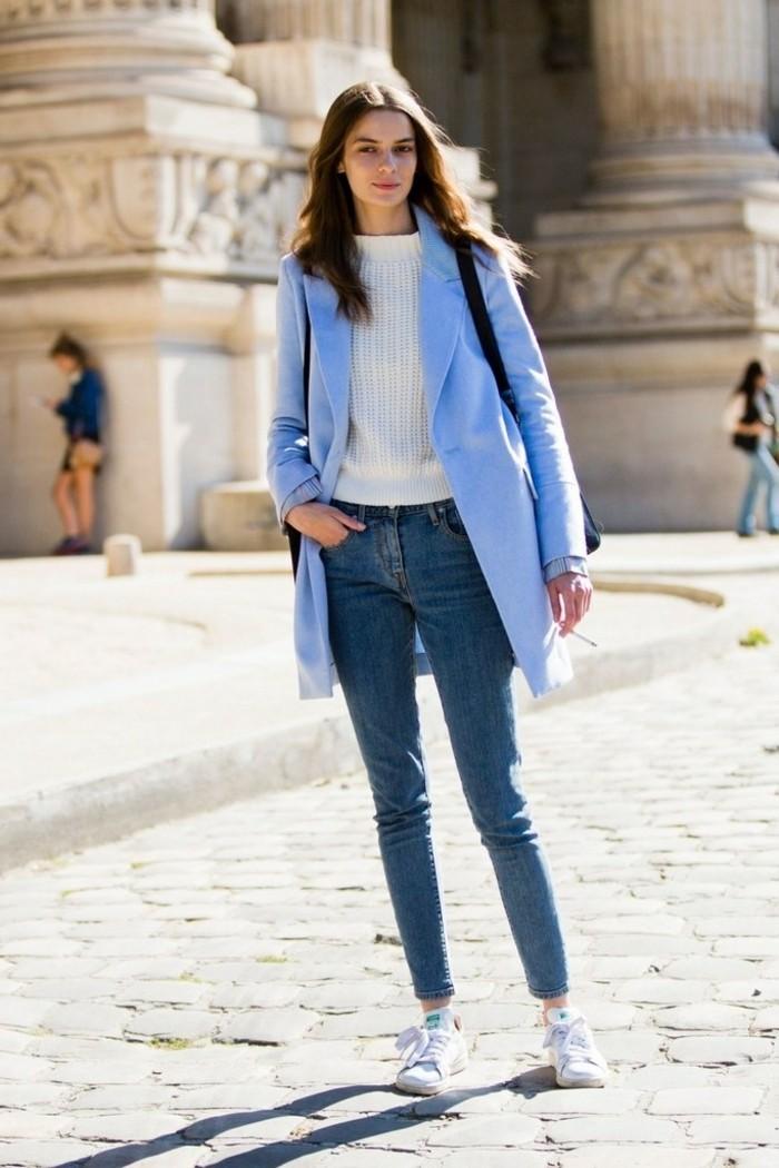 les-tendances-de-mode-idée-vestimentaire-bleu-manteau-blanc-pull