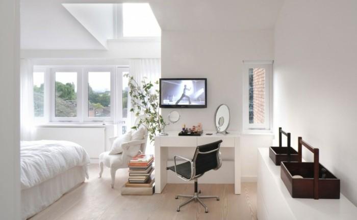 linge-de-lit-blanc-et-peinture-murale-blanche-chaise-blanc-style-baroque-et-coiffeuse-exemple-de-chambre-femme