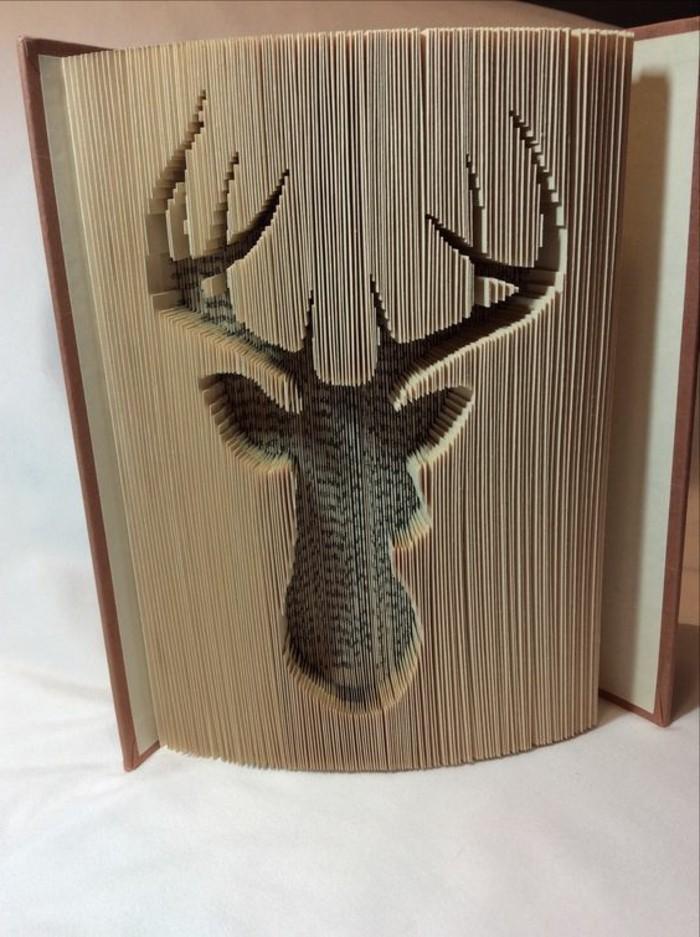 livre-plié-cerf-gravé-dans-un-livre-technique-du-pliage-de-livre