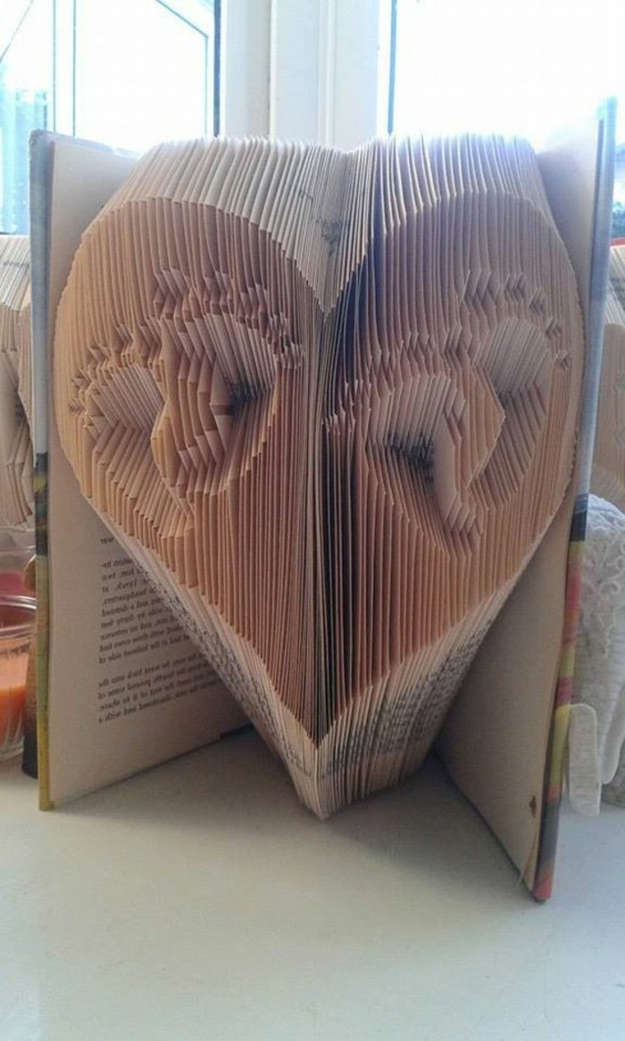 livre-plié-empreintes-de-bébé-pas-dans-un-livre