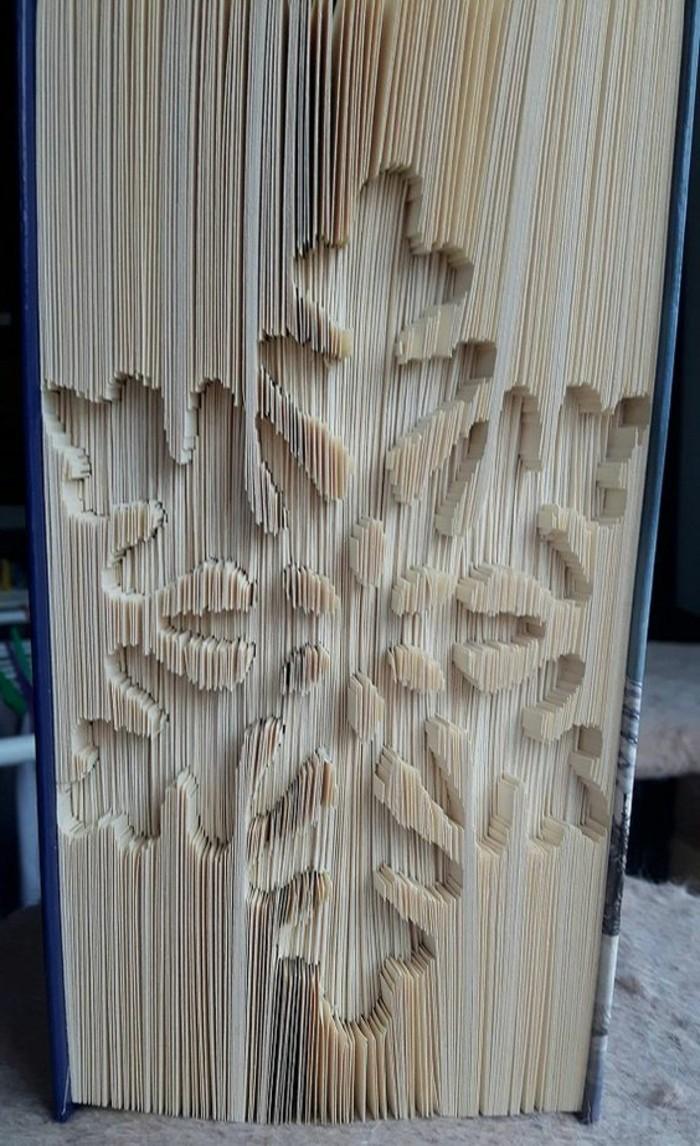 livre-plié-flocon-de-neige-fait-avec-un-livre