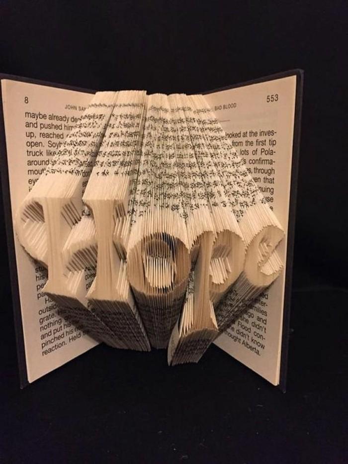 livre-plié-scripts-originaux-sculptés-sur-livre
