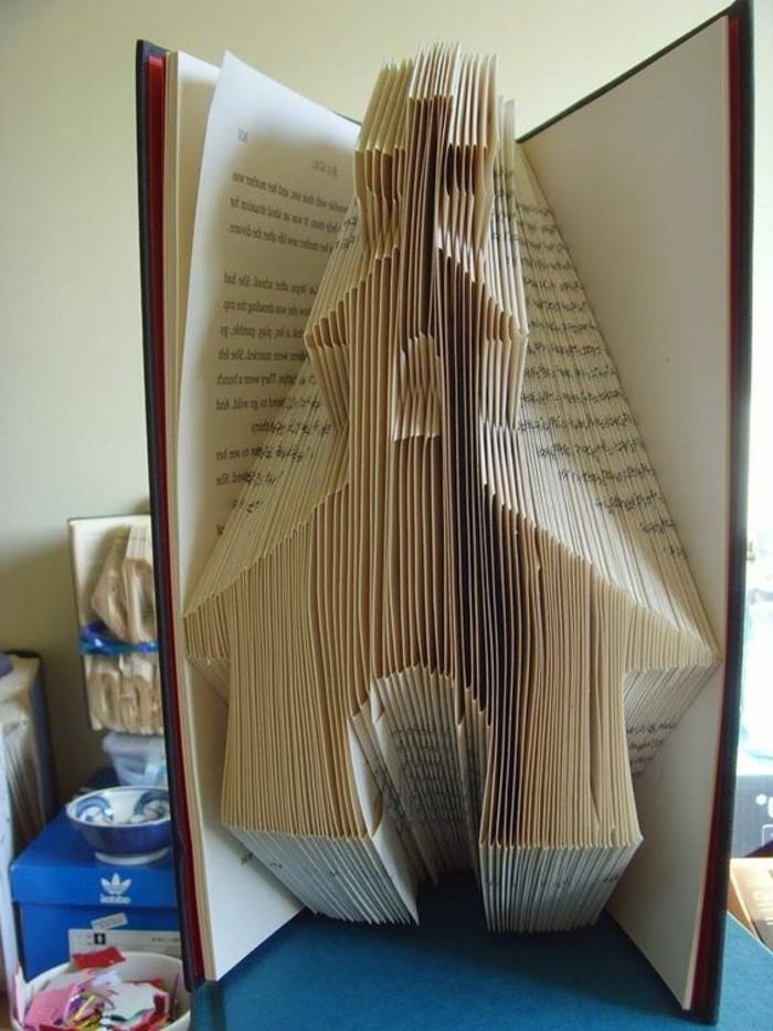 livre-plié-une-église-faite-avec-un-livre