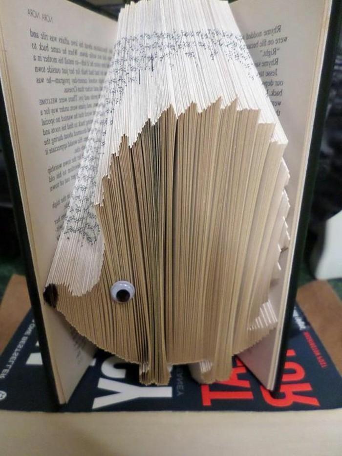 livres-pliés-hérisson-en-livre-plié-créations-artistiques-à-partir-de-matériaux-originaux