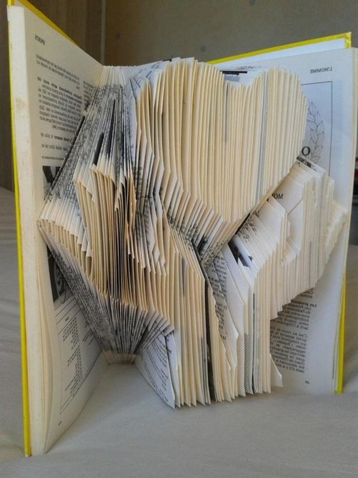 livres-pliés-pliage-livre-original-coeur-et-deux-mains