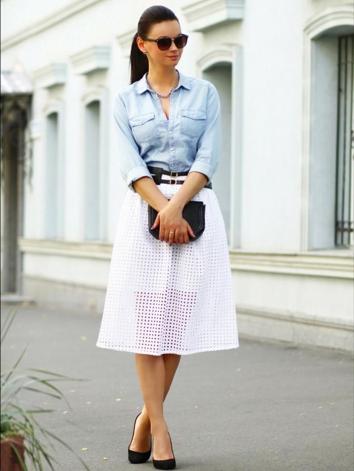 look-chemise-blanche-jupe-blanche-avec-une-double-ceinture-noire