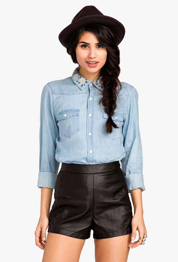 look-chemise-blanche-shorts-en-cuir-noir-chapeau-en-velours