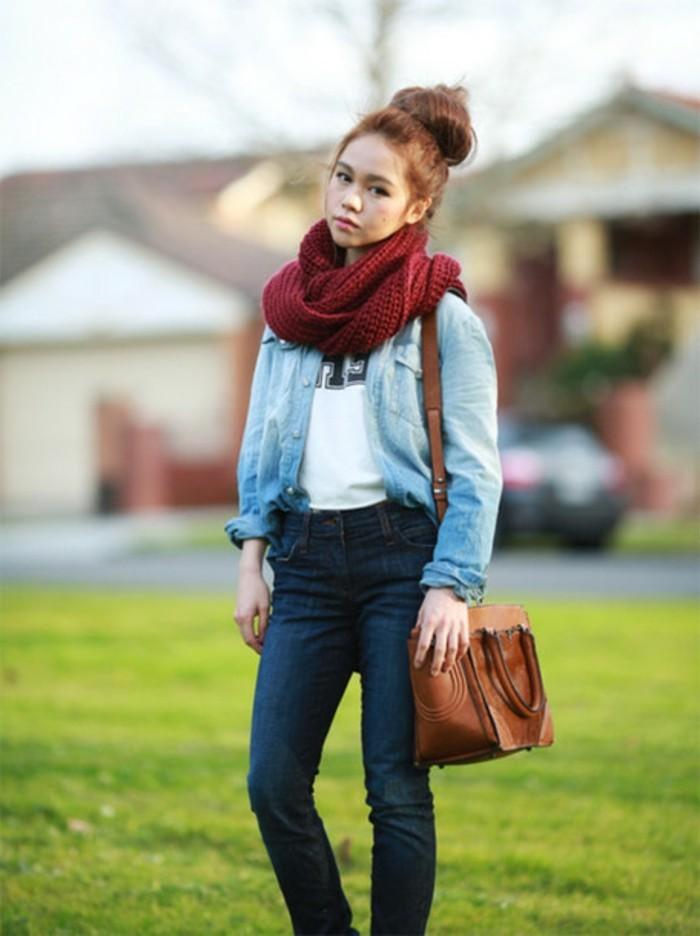 look-chemise-en-jean-echarpe-rouge-chignon-t-shirt-blanc