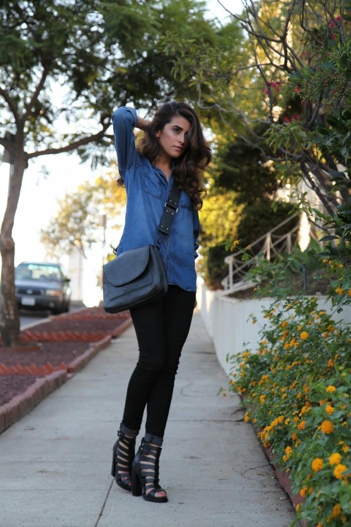 look-chemise-en-jean-pantalons-et-sandales-noirs-vision-chic-quoitidien