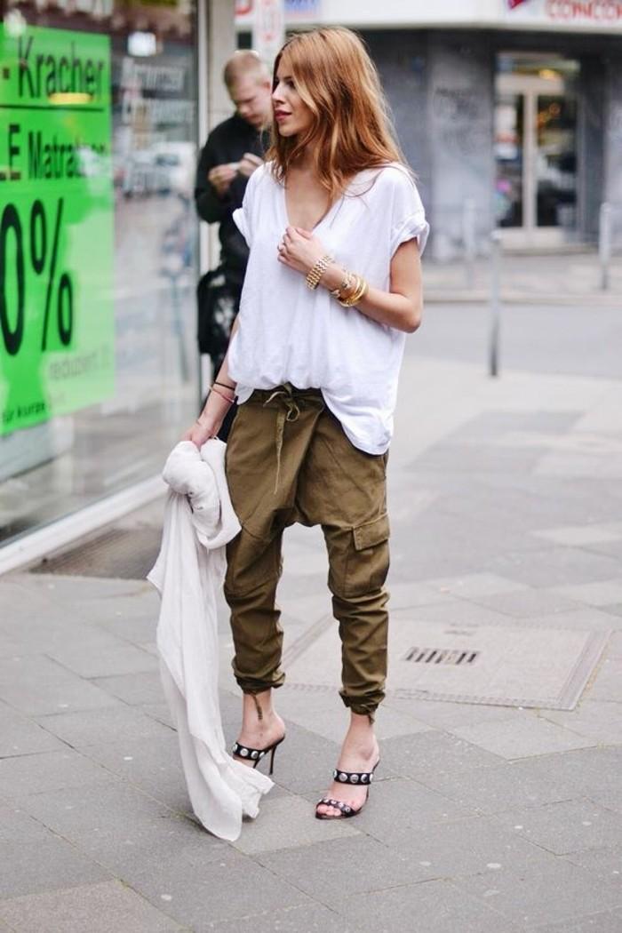 look-pantalon-kaki-t-shirt-blanc-vision-négligée-accessoires-cheveux-cuivrés