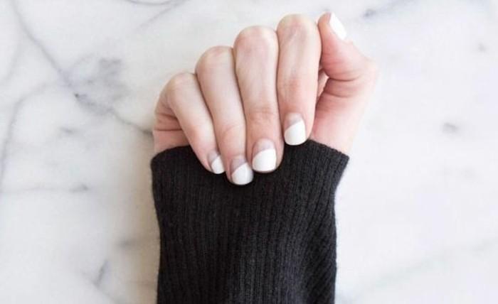 manucure-blanche-effet-demi-lune-ongles-courts-simplicite-purete