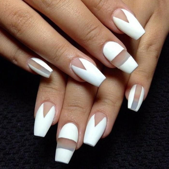 manucure-blanche-en-decoration-transparente-formes-triangulaires