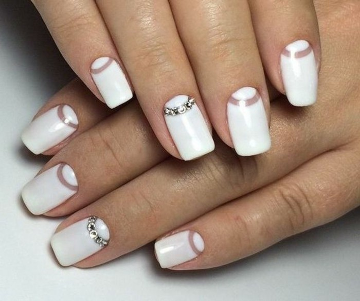 manucure-mariage-effet-demi-lune-decorer-en-cristaux