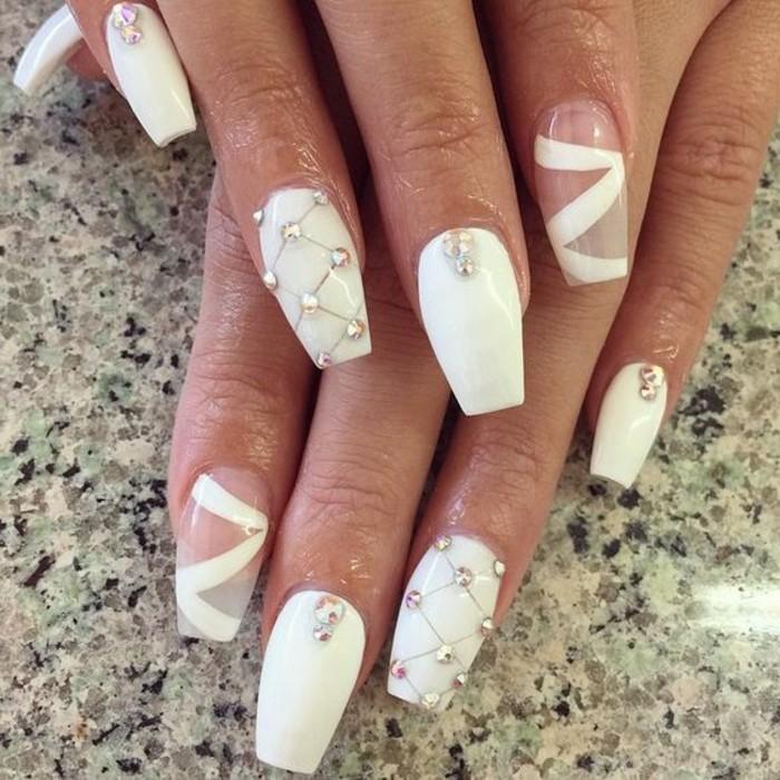 manucure-mariage-ongles-longs-blancs-et-transparents-cristaux-formes-geometriques