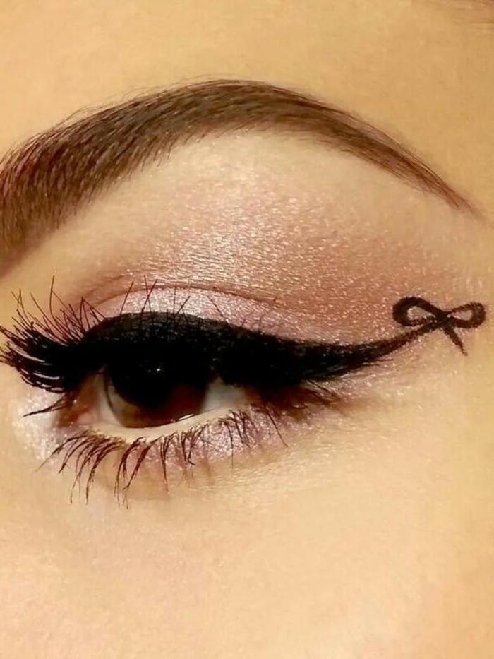 maquillage-de-chat-original-yeux-marrons-fard-a-paupieres-violets