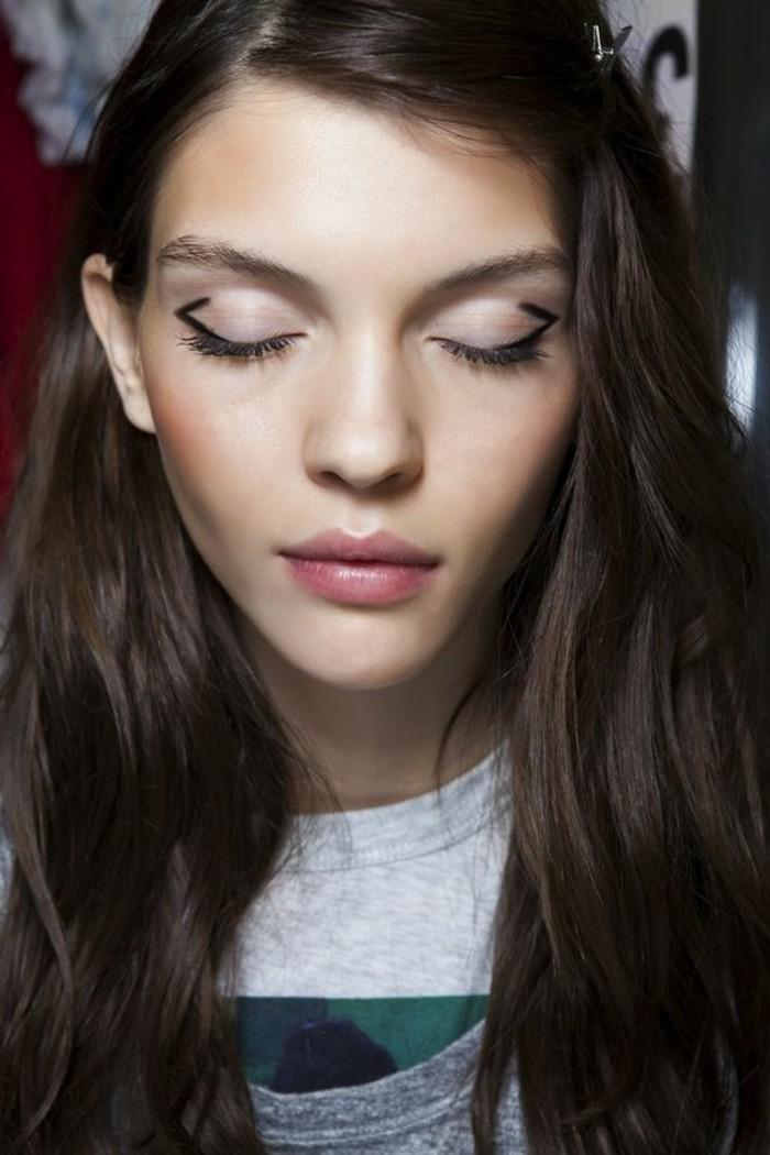 maquillage-oeil-de-chat-trucs-et-astuces-pour-se-maquiller-bien