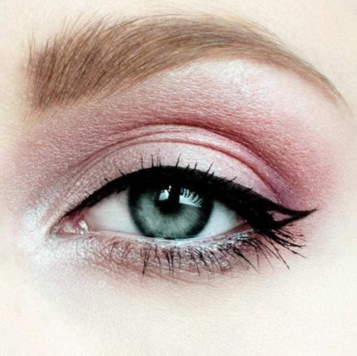 maquillage-yeux-de-chat-fard-a-paupieres-lilas-yeux-bleus