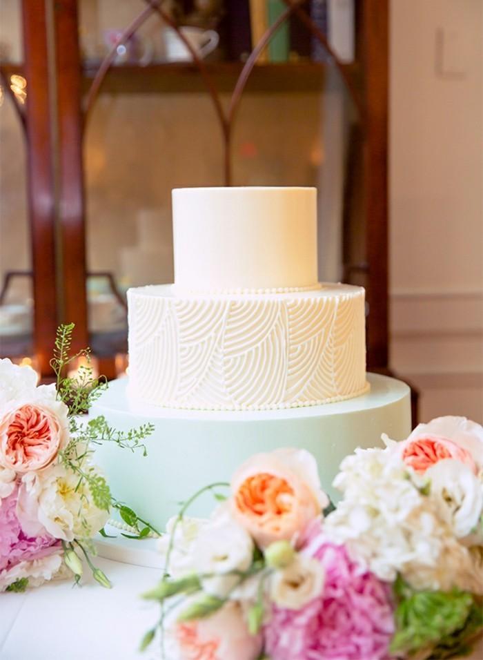 mariage-a-theme-mariage-bleu-et-blanc-pastel-gateau-fleurs-jolie
