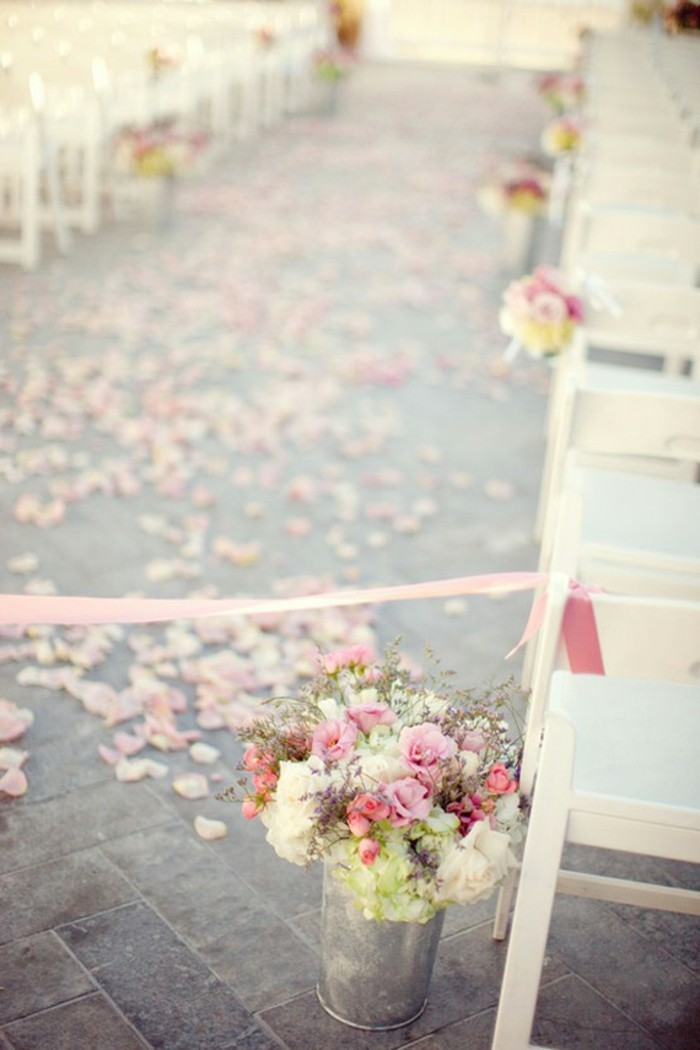mariage-chic-idees-deco-mariage-idee-theme-mariage-chemin-avec-roses