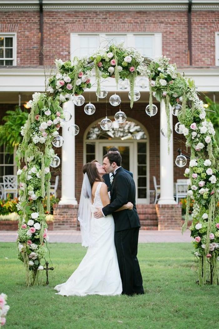 1001 id es pour une arche de mariage romantique et l gante for Decoration porte pour mariage