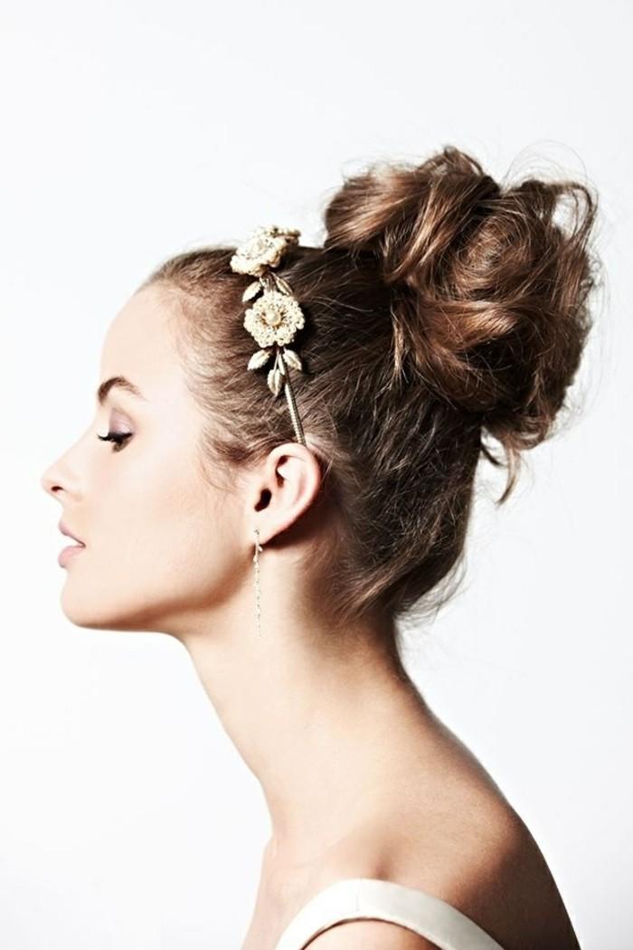 merveilleuse-coiffure-chignon-decoiffe-chignon-boucle-a-la-beaute