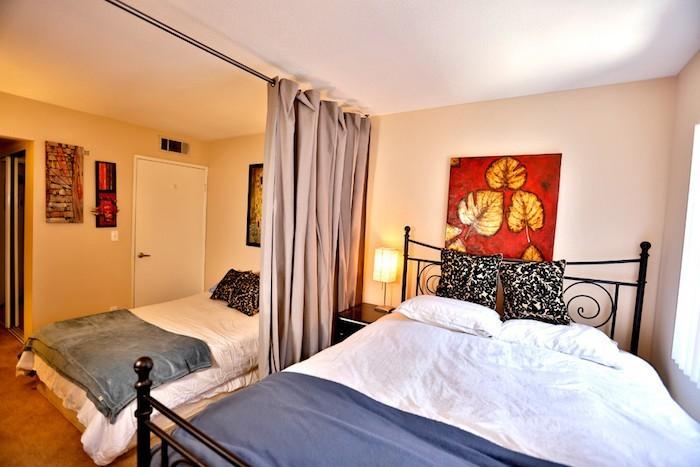 meuble-de-separation-rideaux-separateur-etagere-separation-chambre-separer-une-piece-rideau-idee-deco