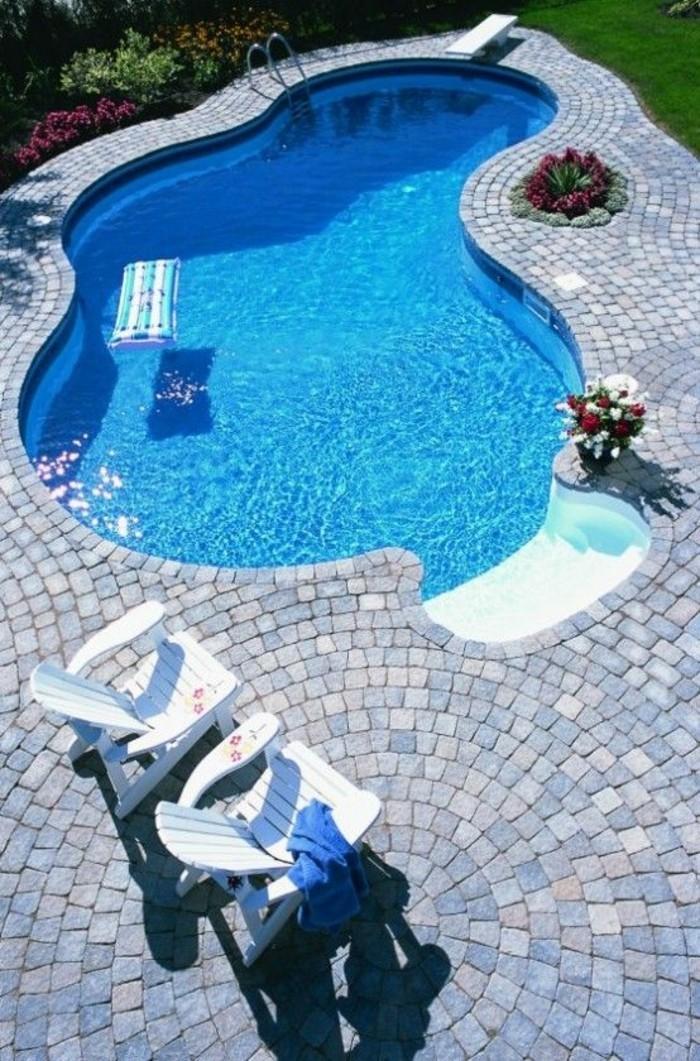 Installer une petite piscine coque le luxe est d j - Piscine forme libre avec plage ...