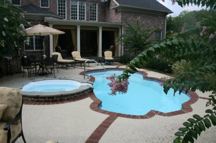Petite piscine pour petit jardin awesome piscine dans for Mini piscine jardin de ville