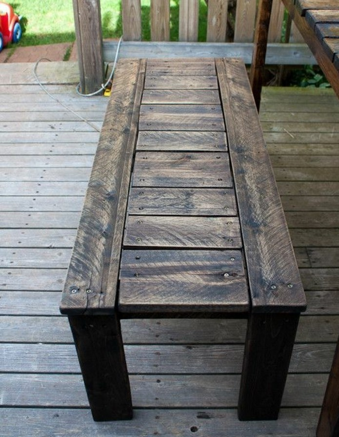 table de jardin en bois de palette. Black Bedroom Furniture Sets. Home Design Ideas