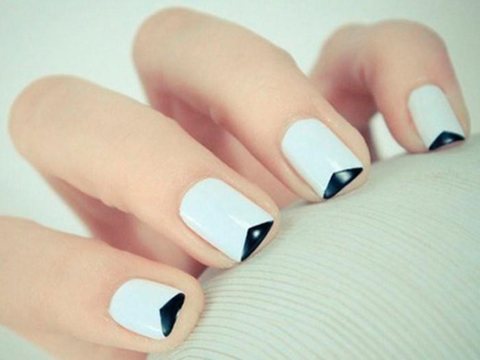 modele-ongle-gel-manucure-blanche-en-triangles-noires