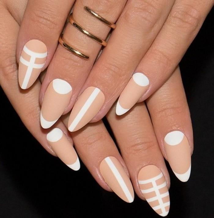 modele-ongle-gel-manucure-nude-et-blanche-lignes-geometrique-effet-demi-lune