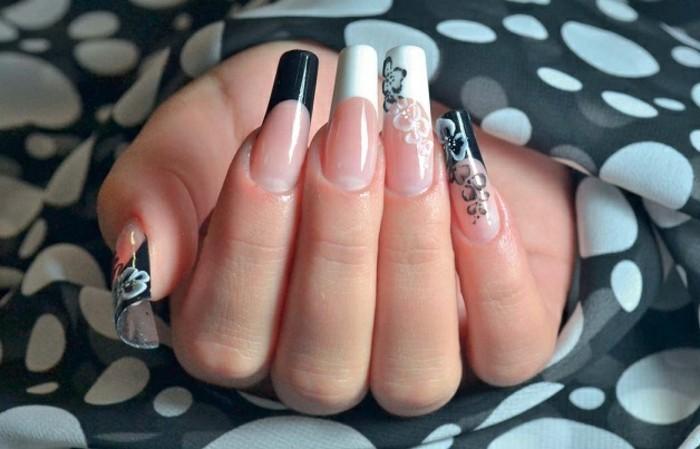modele-ongle-longs-manucure-en-blancs-et-noirs-dessins-fleurs-beaute